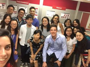 Foto di gruppo in ufficio a Hong Kong
