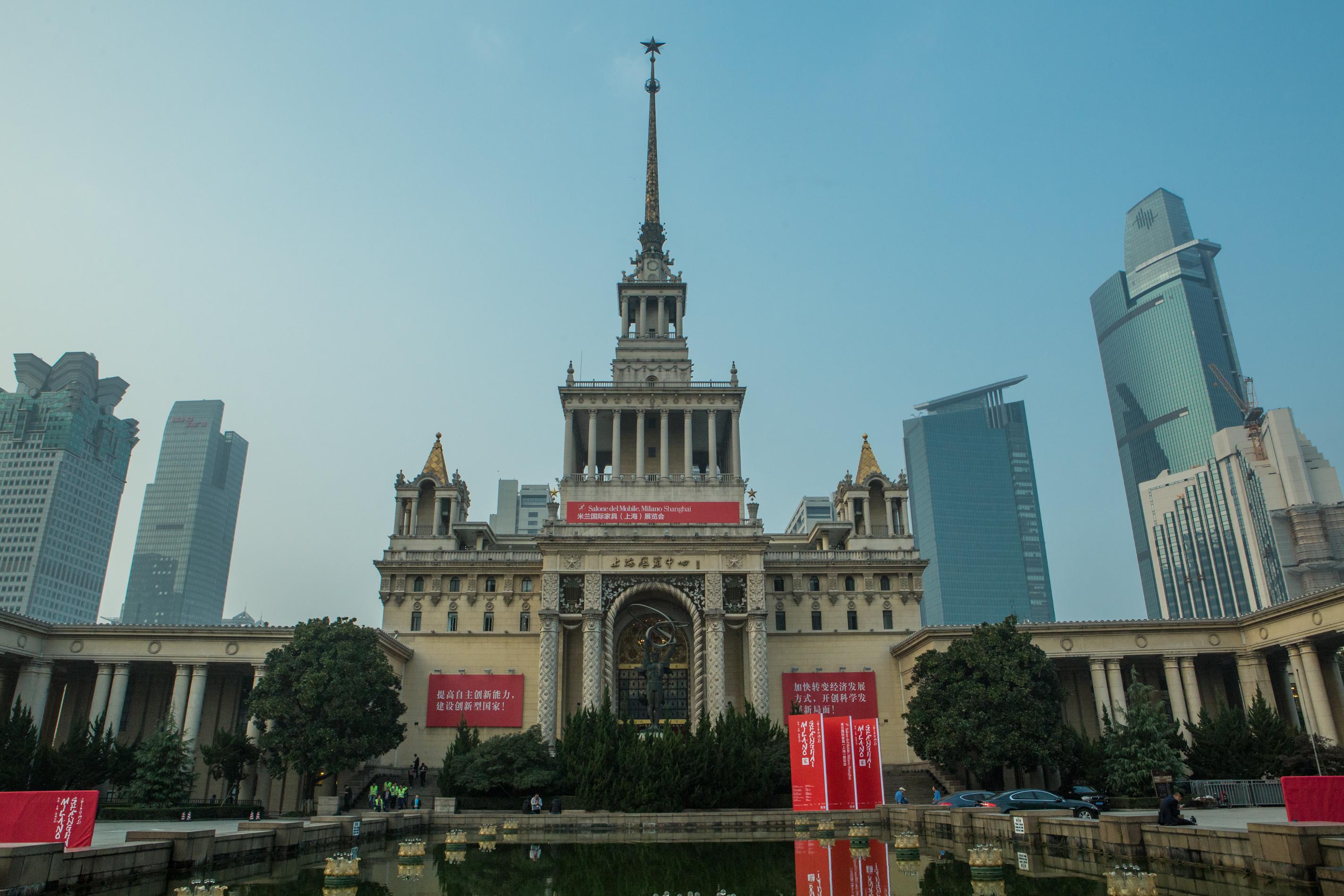 Il salone del mobile di milano arriva a shanghai stage for Il salone del mobile